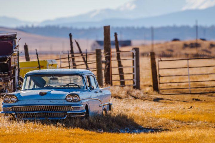Des pièces de rechange pour des voitures américaines à moteur V8