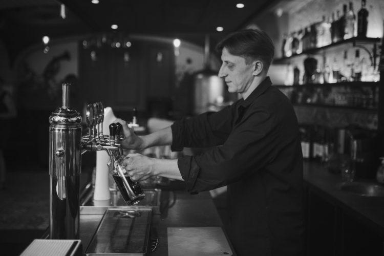 Que fait un barman flair ?