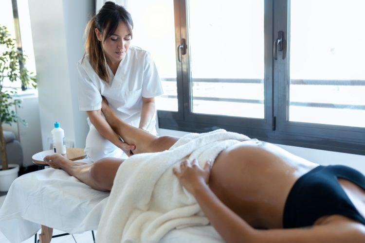 Traiter les jambes lourdes chez la femme enceinte