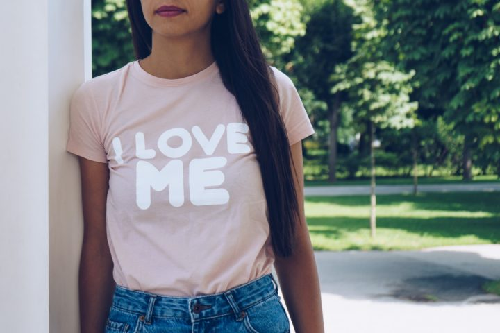 T-shirt avec une faute d'orthographe devenu tendance
