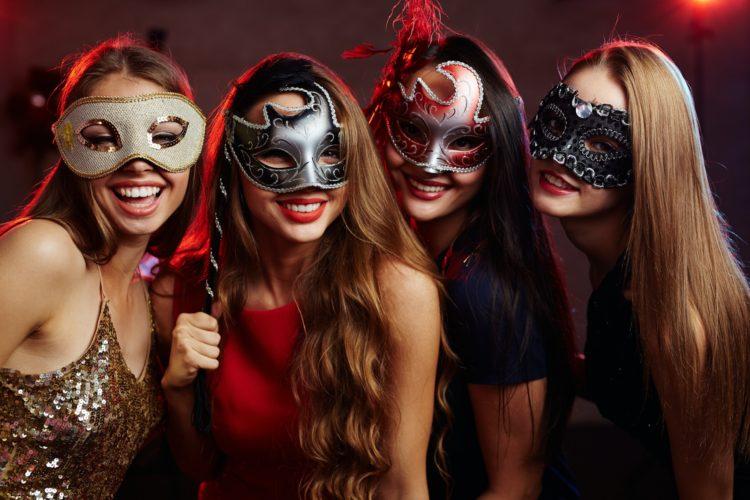 Portez le déguisement parfait et soyez la reine de la soirée de l'enterrement de vie de célibat !