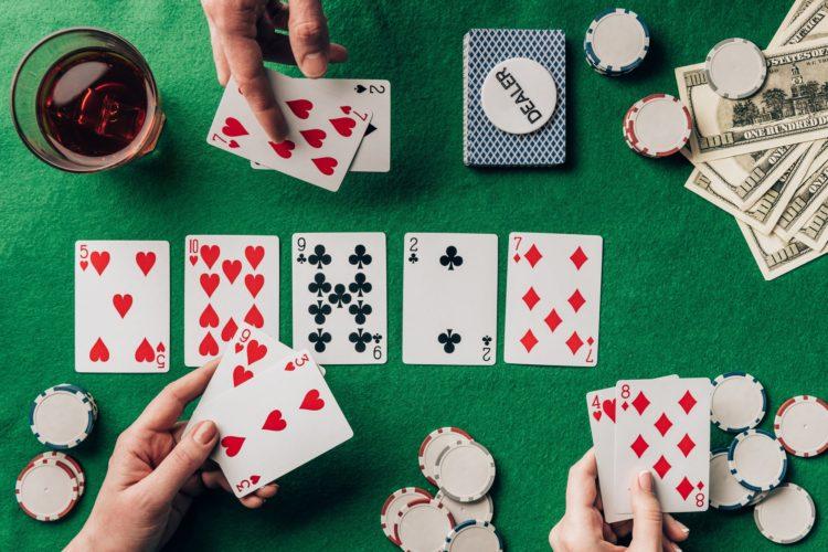 Jouer au poker : une partie gratuite