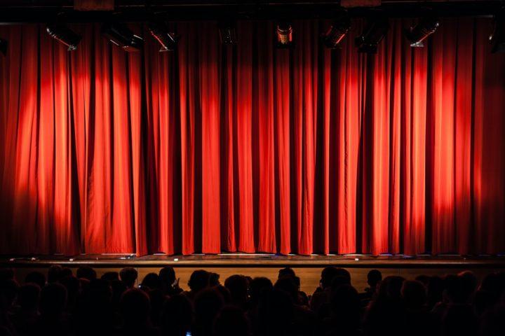 Aller voir un spectacle d'hypnose